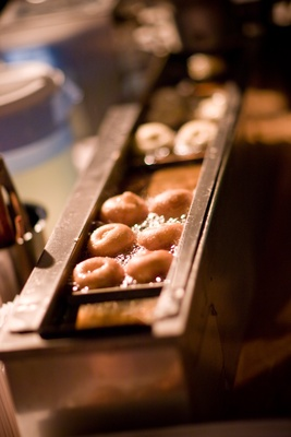Fresh mini doughnuts at wedding reception