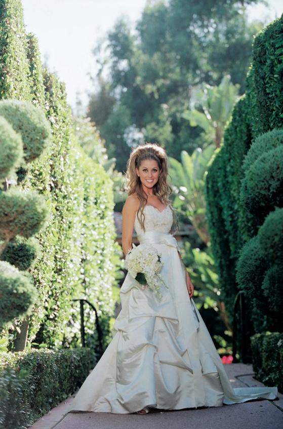 a0bd155bdb Wedding Dresses Photos - Pick-Up Skirt Wedding Dress - Inside Weddings