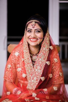 hindu wedding bridal outfit, hindu bride with hoop nose ring, red sari