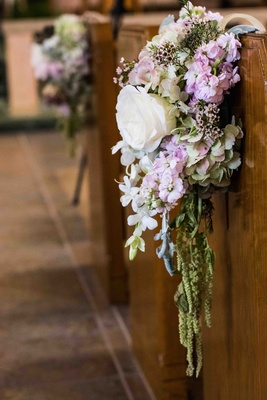 Flower arrangement of hydrangea and rose blossoms on pew