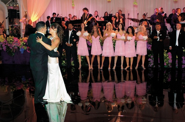 West Coast Music performs couple's first dance song