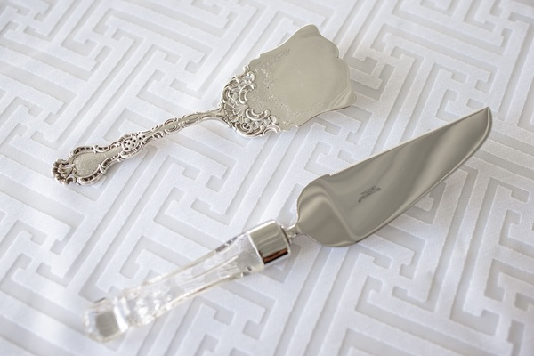 cake server and serving tool on geometric linen