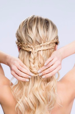 Outstanding Diy Wedding Hairstyles Learn How To Style Two Looks Inside Weddings Hairstyle Inspiration Daily Dogsangcom