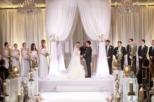 classic white wedding at four seasons chicago