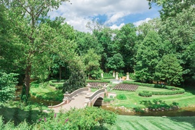 lucas estate wedding, trees and lawn ceremony, bridge into ceremony
