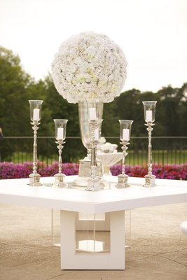 White flower arrangement at outdoor table assignment display