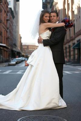 newlyweds bug on new york street
