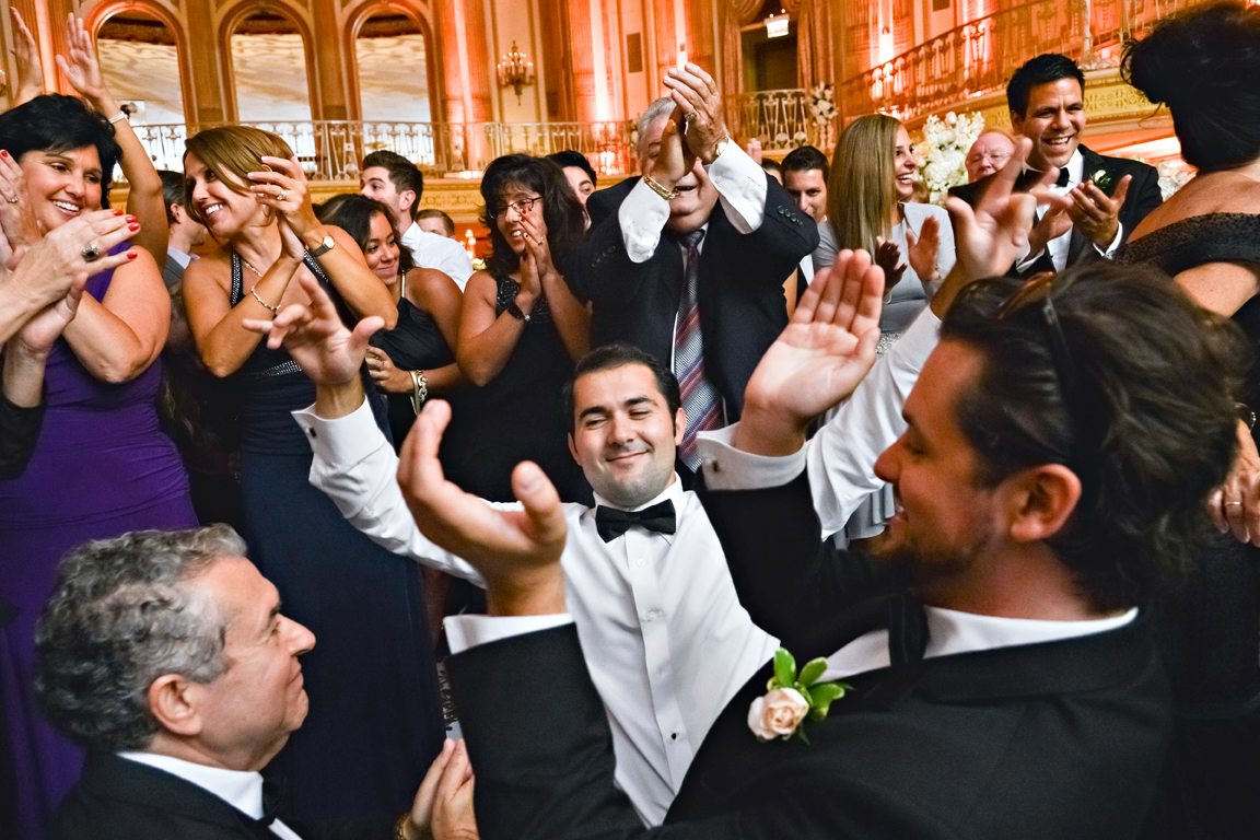 How To Dance At A Wedding.Wedding Music How To Keep The Dance Floor Packed Inside