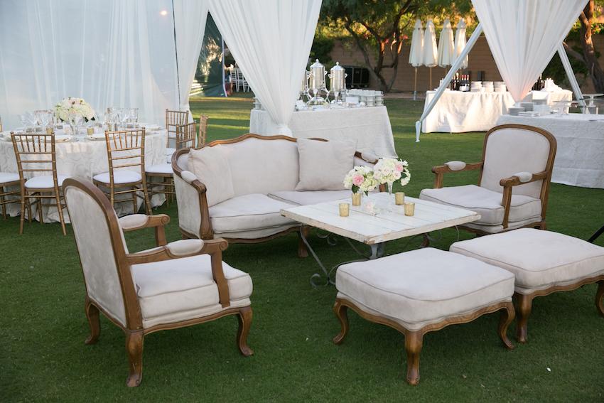 Merveilleux Outdoor Wedding Lounge Area On Grass