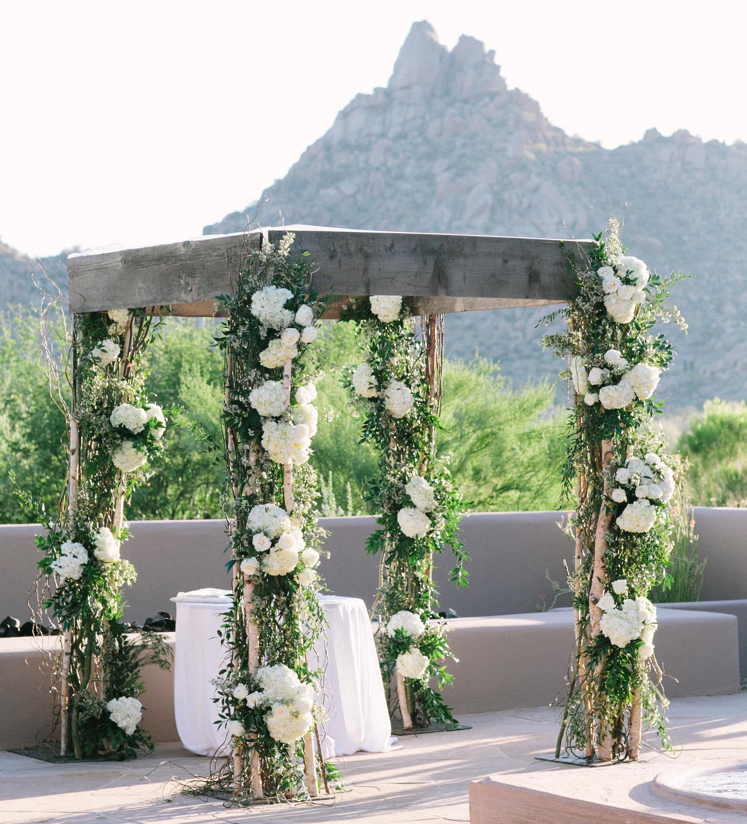 Outdoor Wedding Arch: Hydrangea Flower Arrangements For Your Wedding