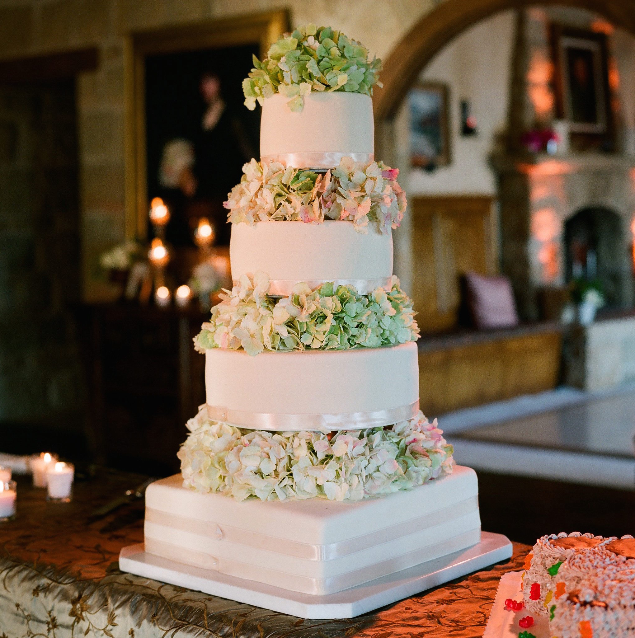 Green and pink hydrangea flowers on wedding cake