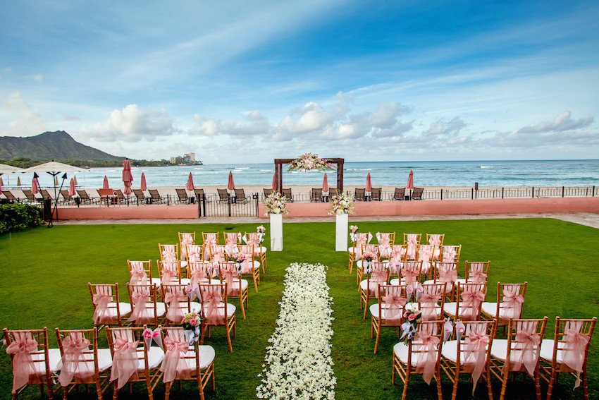 wedding ocean lawn at the royal hawaiian