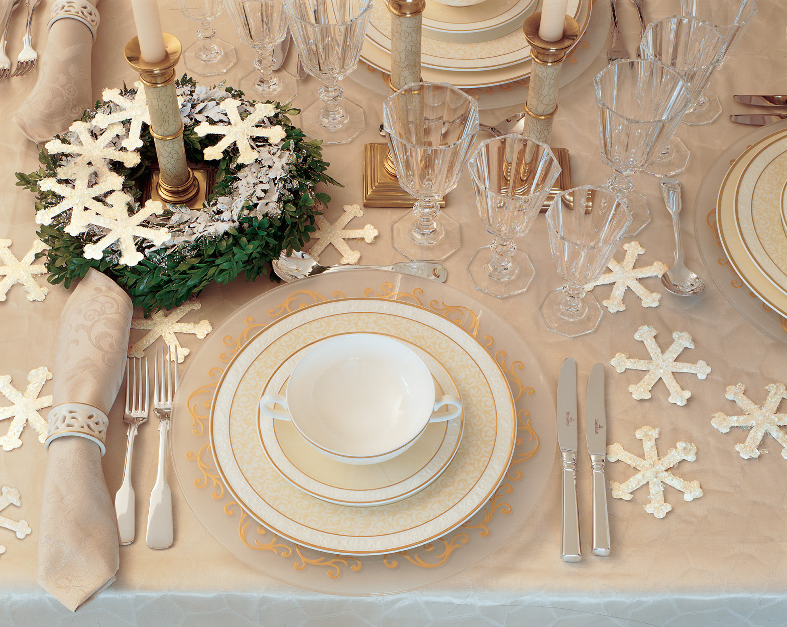 Winter wedding ideas two christmas wedding themes inside weddings winter wedding ideas table decorations junglespirit Image collections