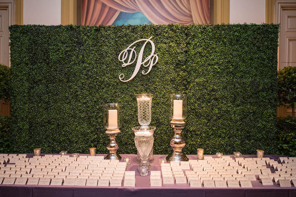 Wedding ideas nature inspired manicured hedge wedding for Photo decoration