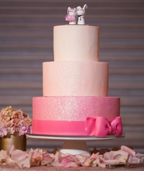 Shimmer wedding cakes