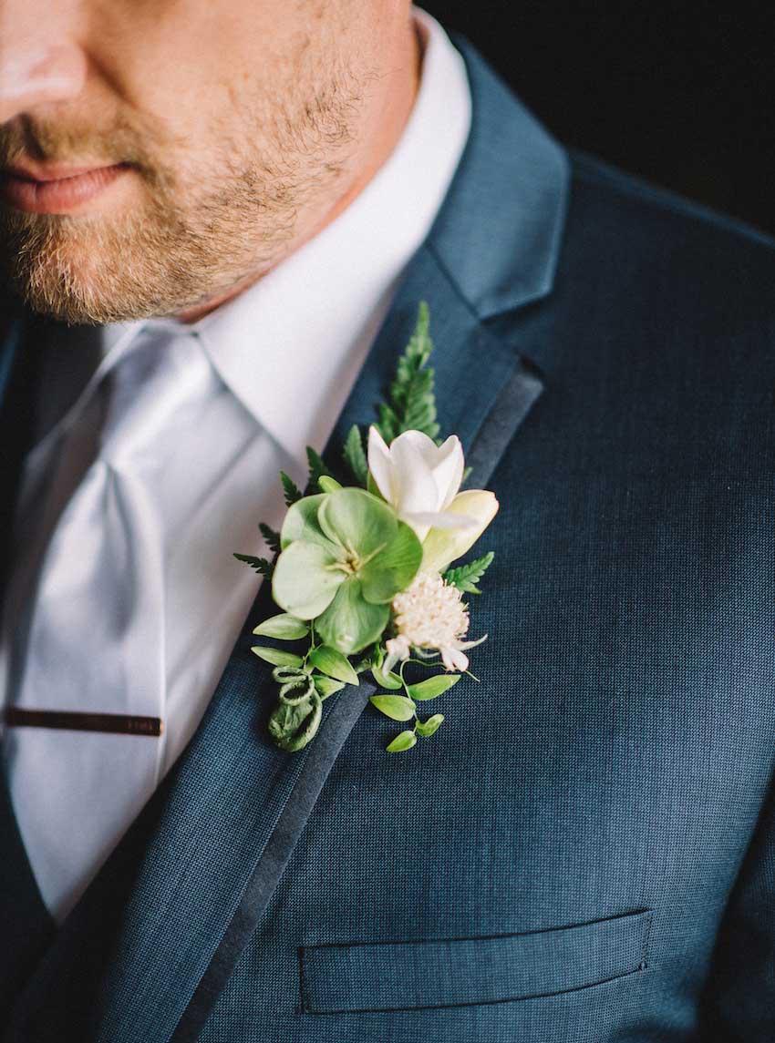 Wedding Flower Ideas: Unique Groom's Boutonnieres