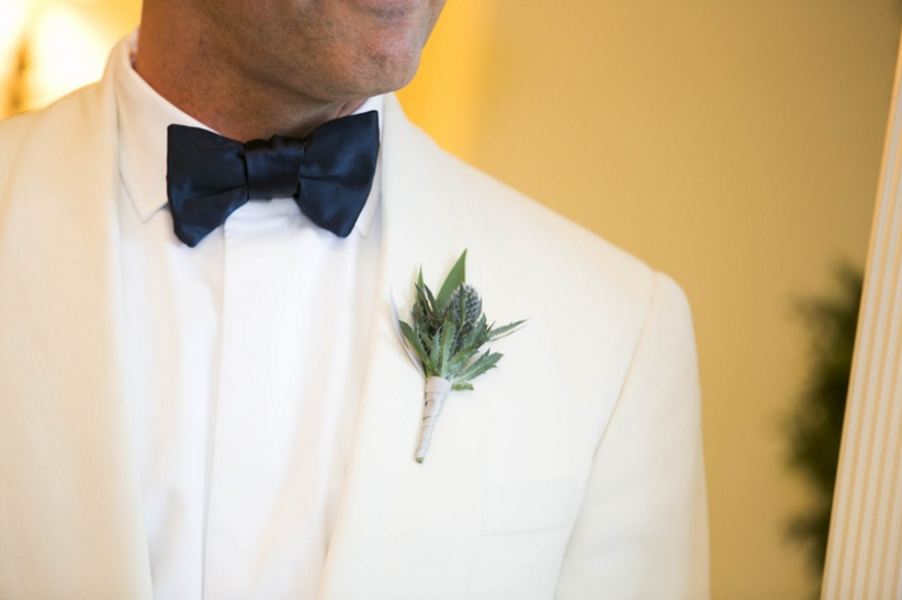 wedding flower ideas unique groom's boutonnieres  inside weddings, Natural flower