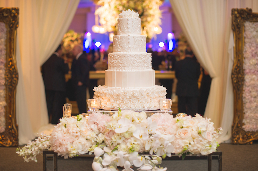 Wedding Cake Table.Wedding Cake Displays Stunning Floral Embellished Cake Tables