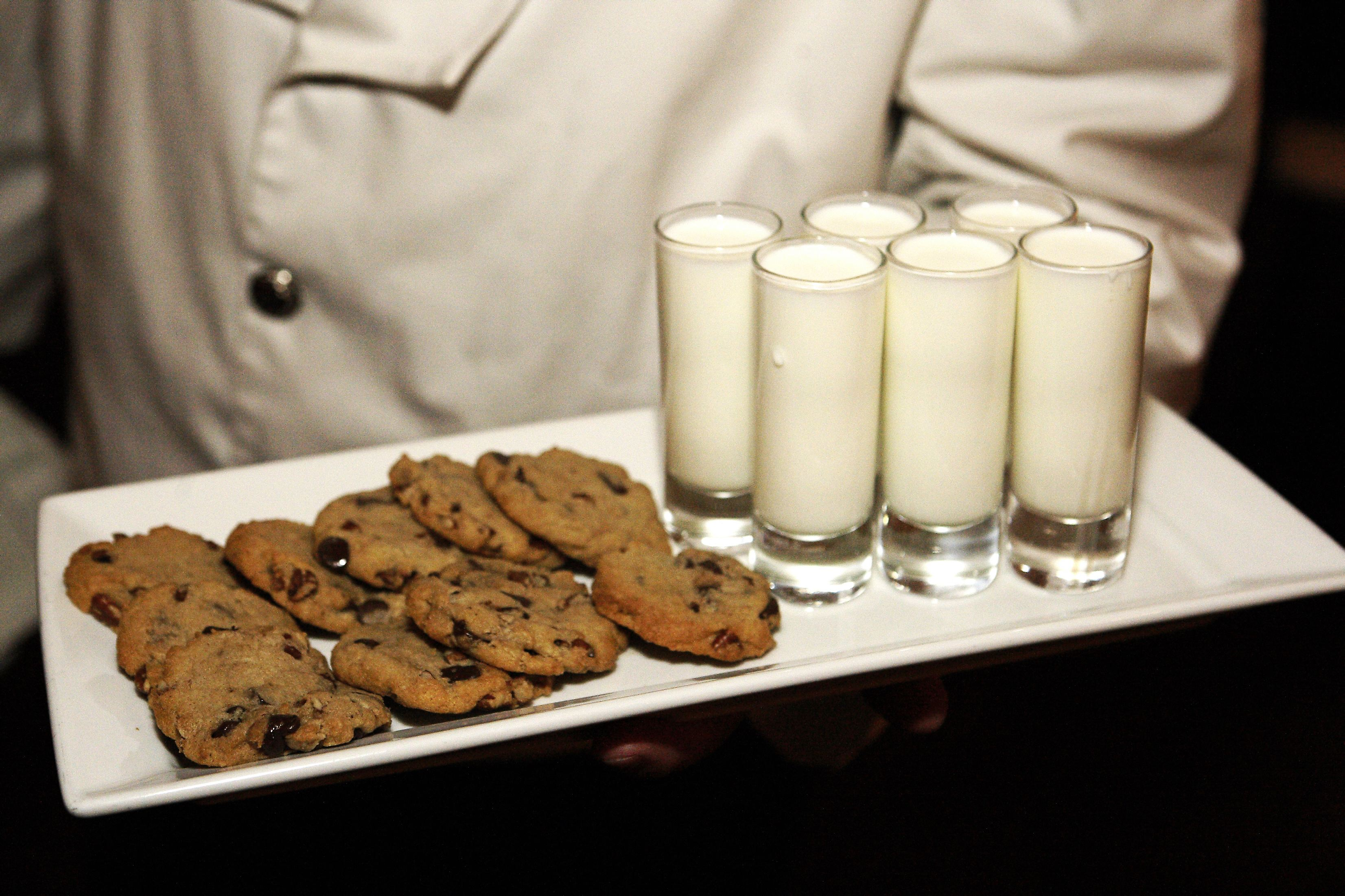 milk and cookies wedding dessert bar