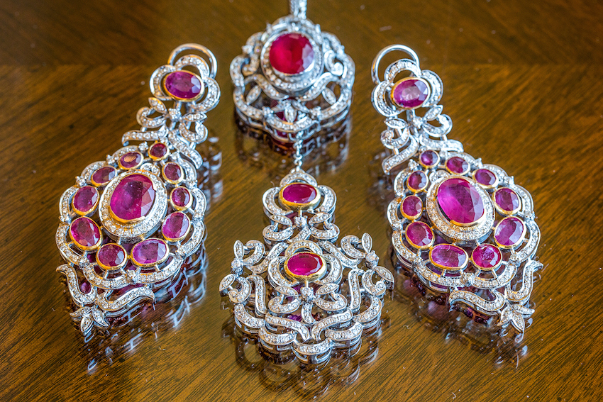 maang tikka with chandelier earrings, fuschia gems