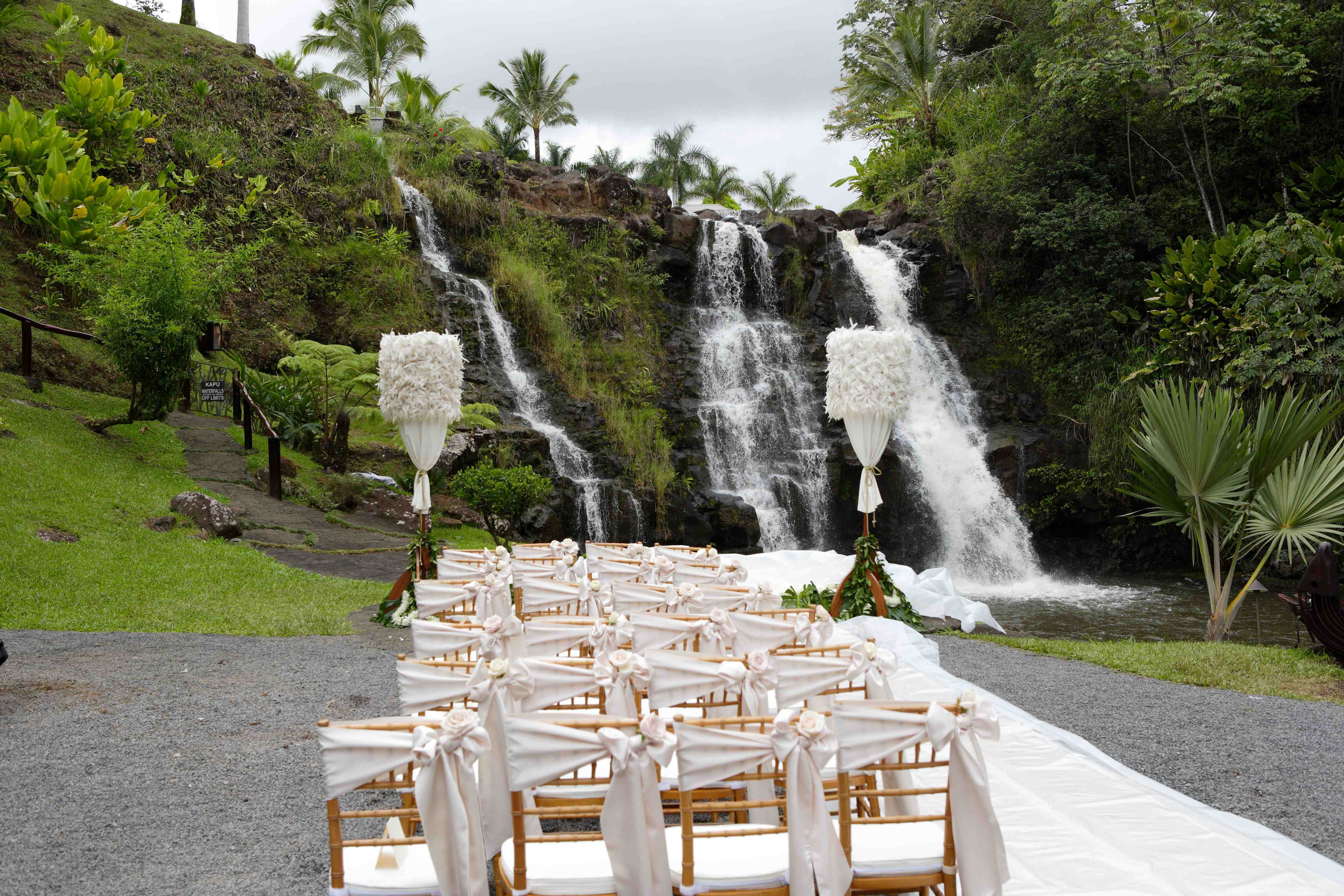 hawaiian waterfall wedding