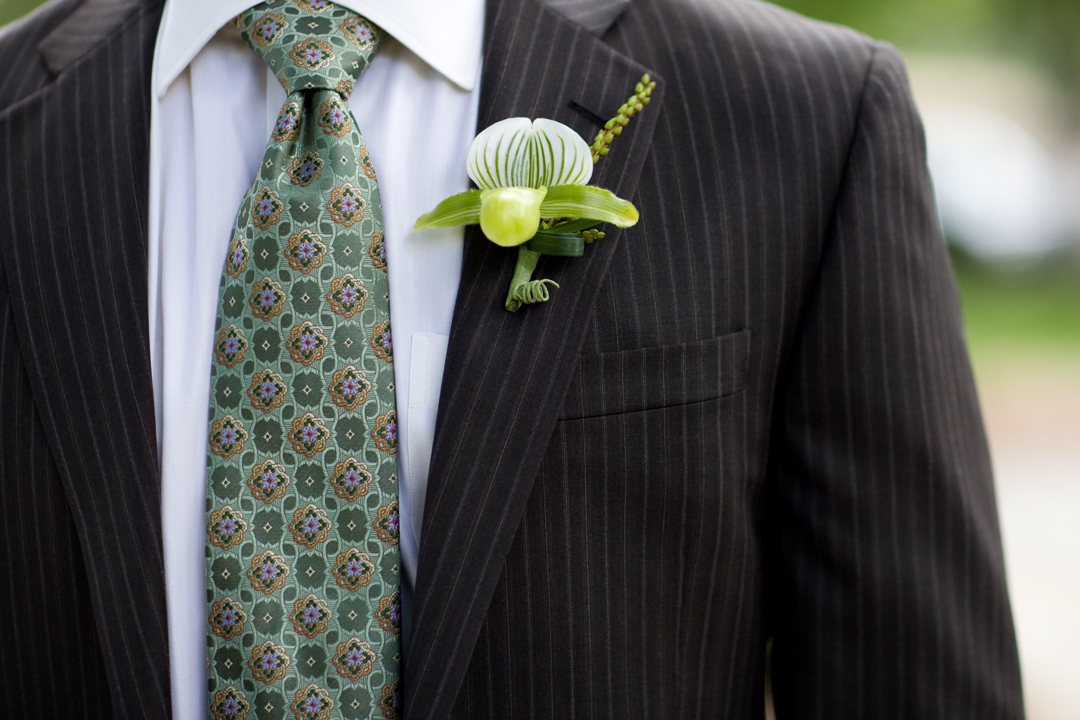 groom green patterned tie