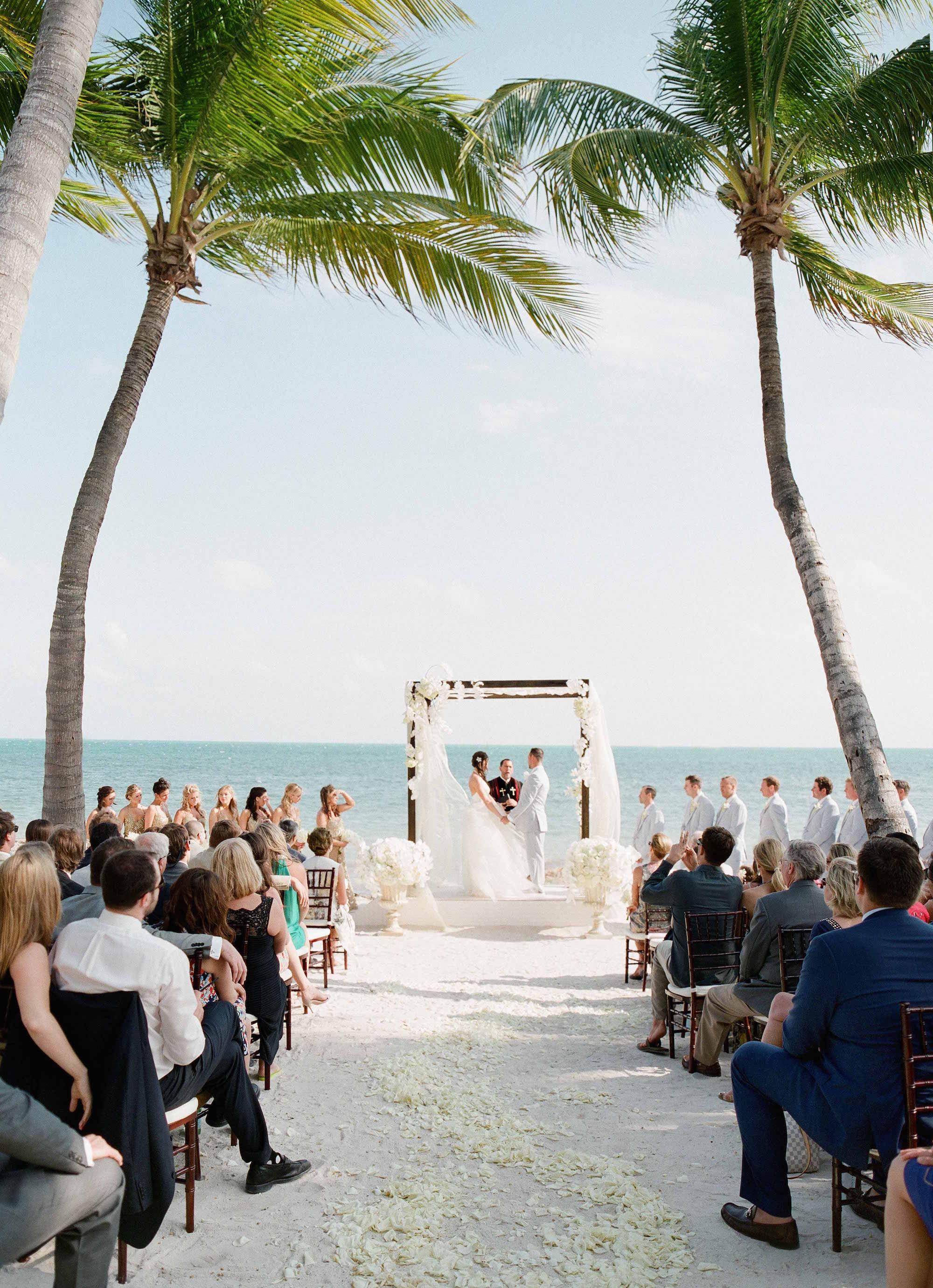 Wedding Ideas: Tropical Décor Concepts for Your Wedding - Inside ...