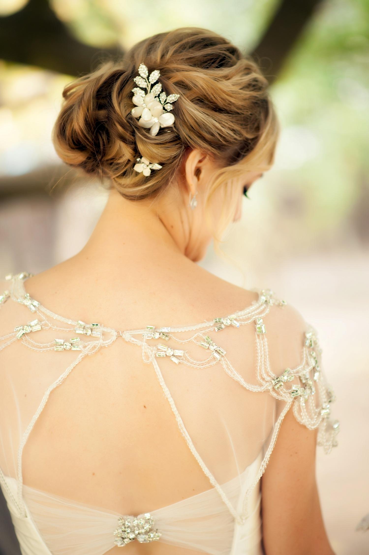 Pretty flower motif wedding day headpiece
