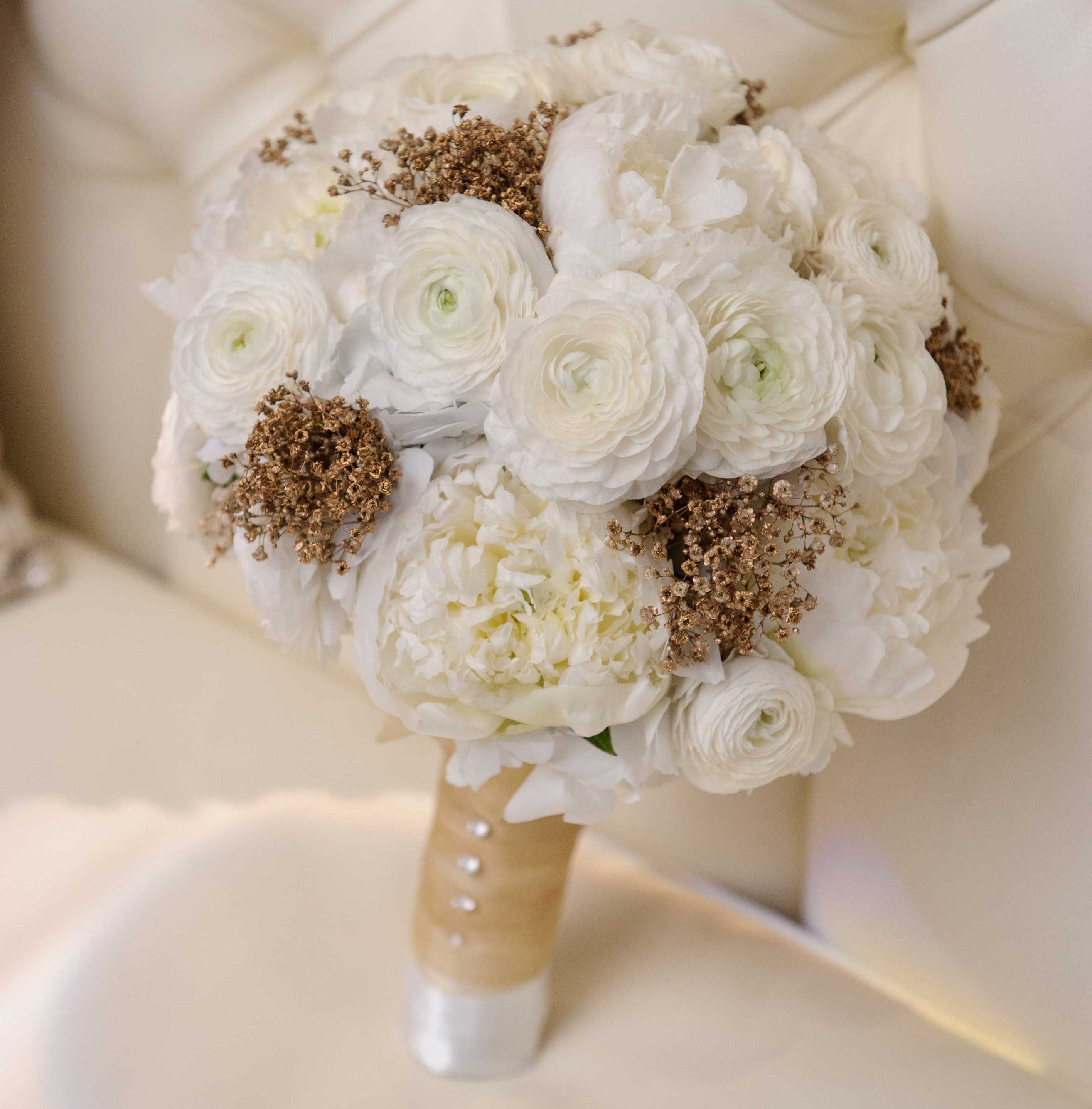 White wedding bouquet with gold baby's breath