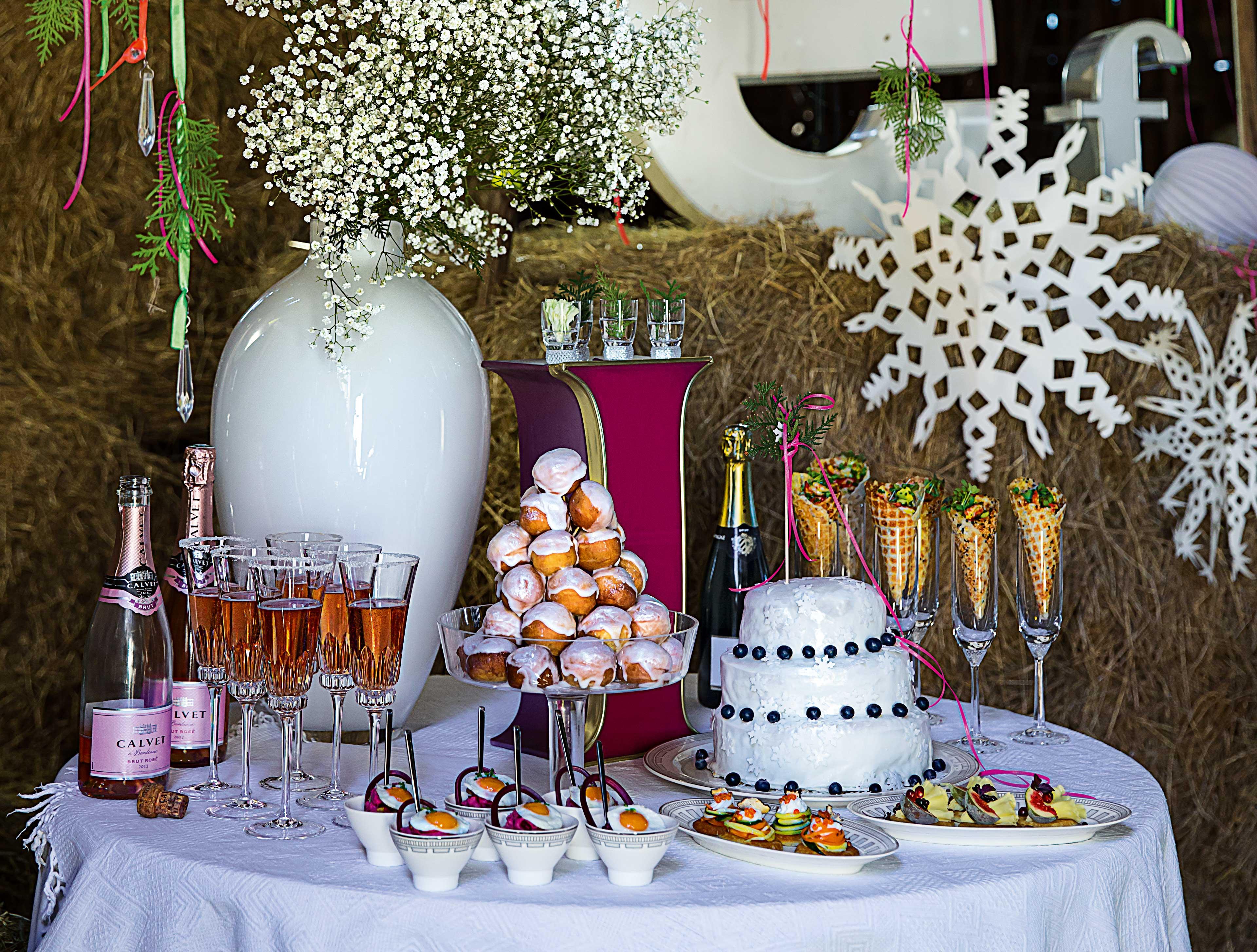 Villeroy & Boch china and drinkware tableware at DIY wedding display