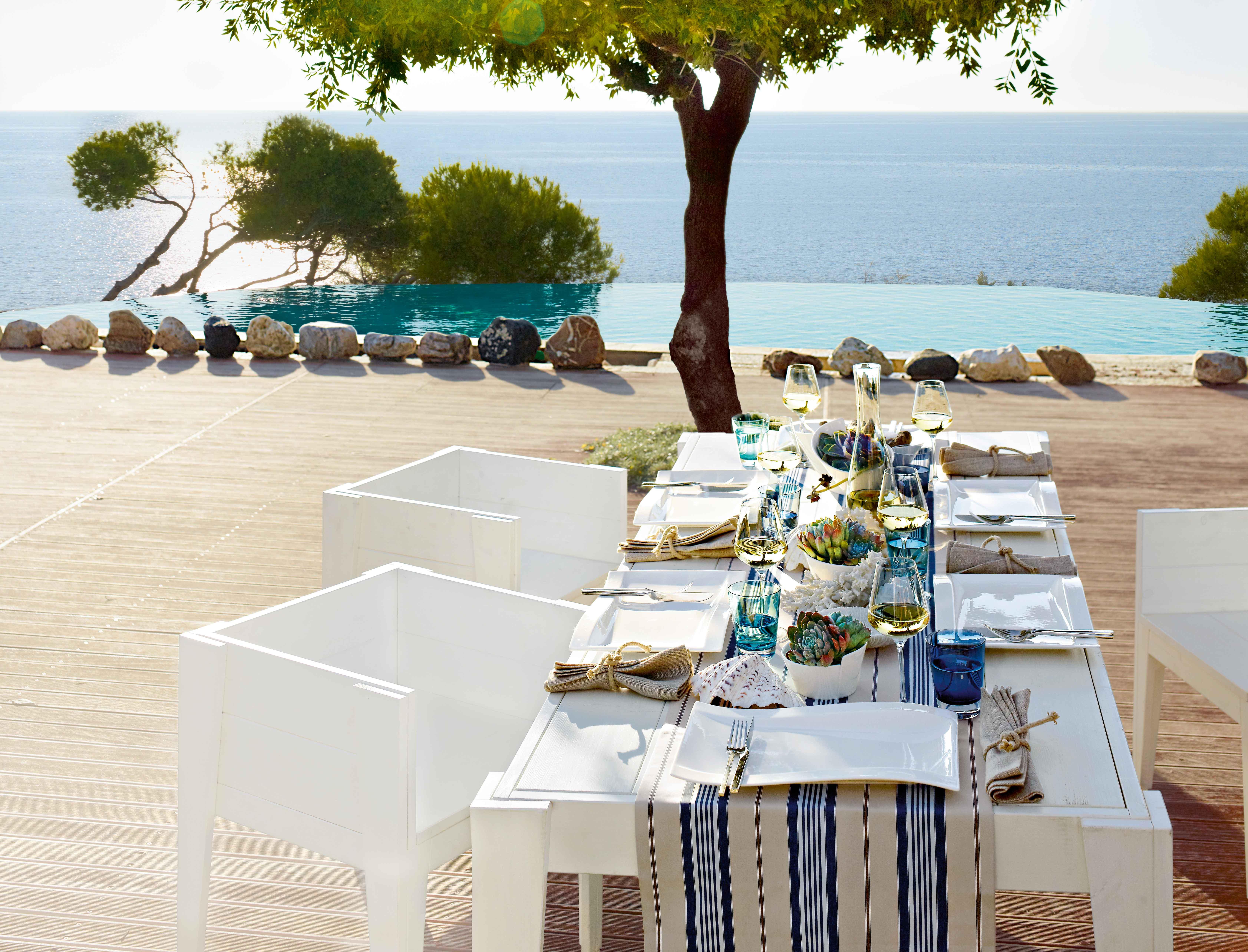 Villeroy & Boch tableware on outdoor dining table