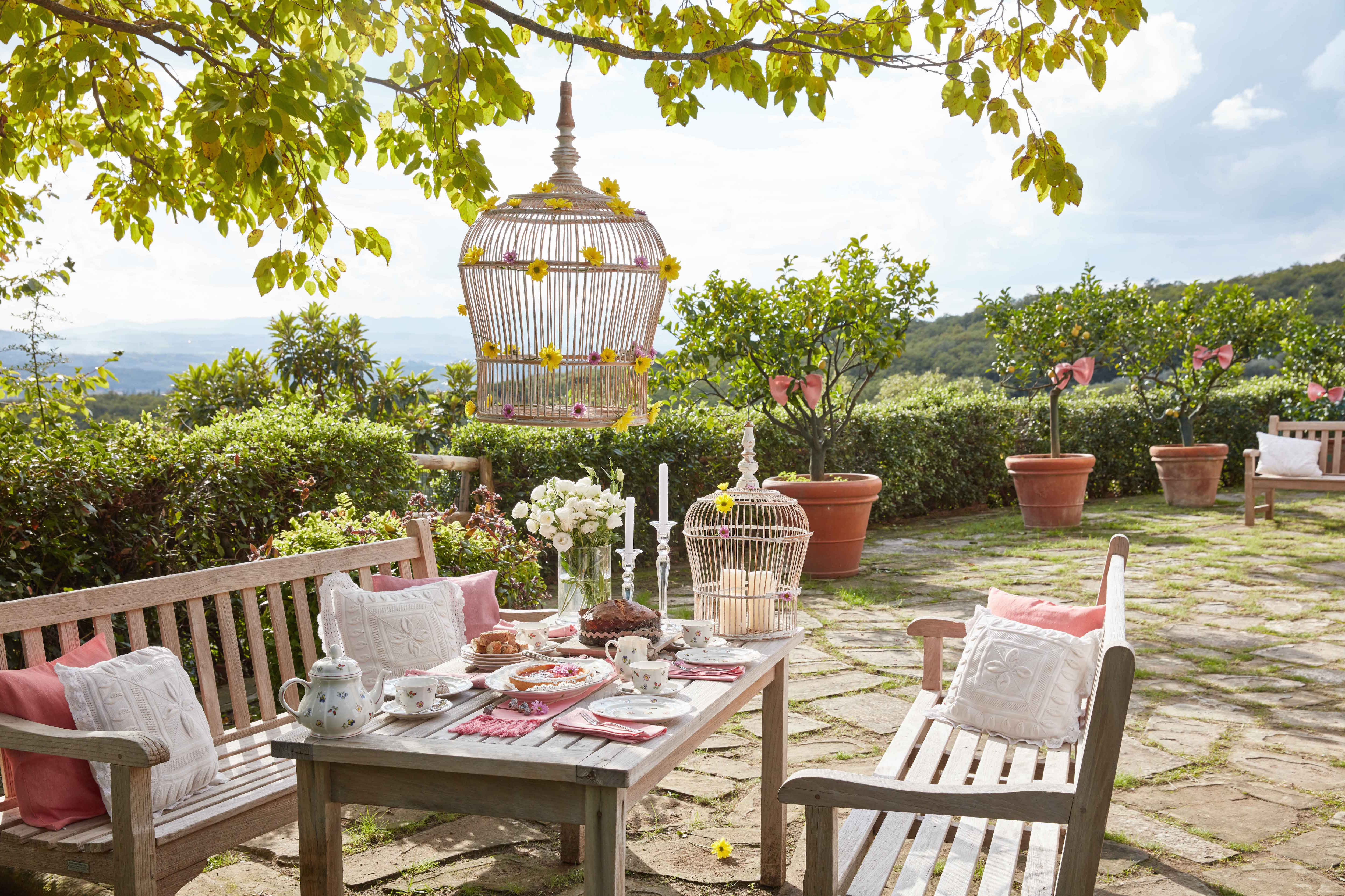 Villeroy & Boch china and tableware at outdoor tea party table