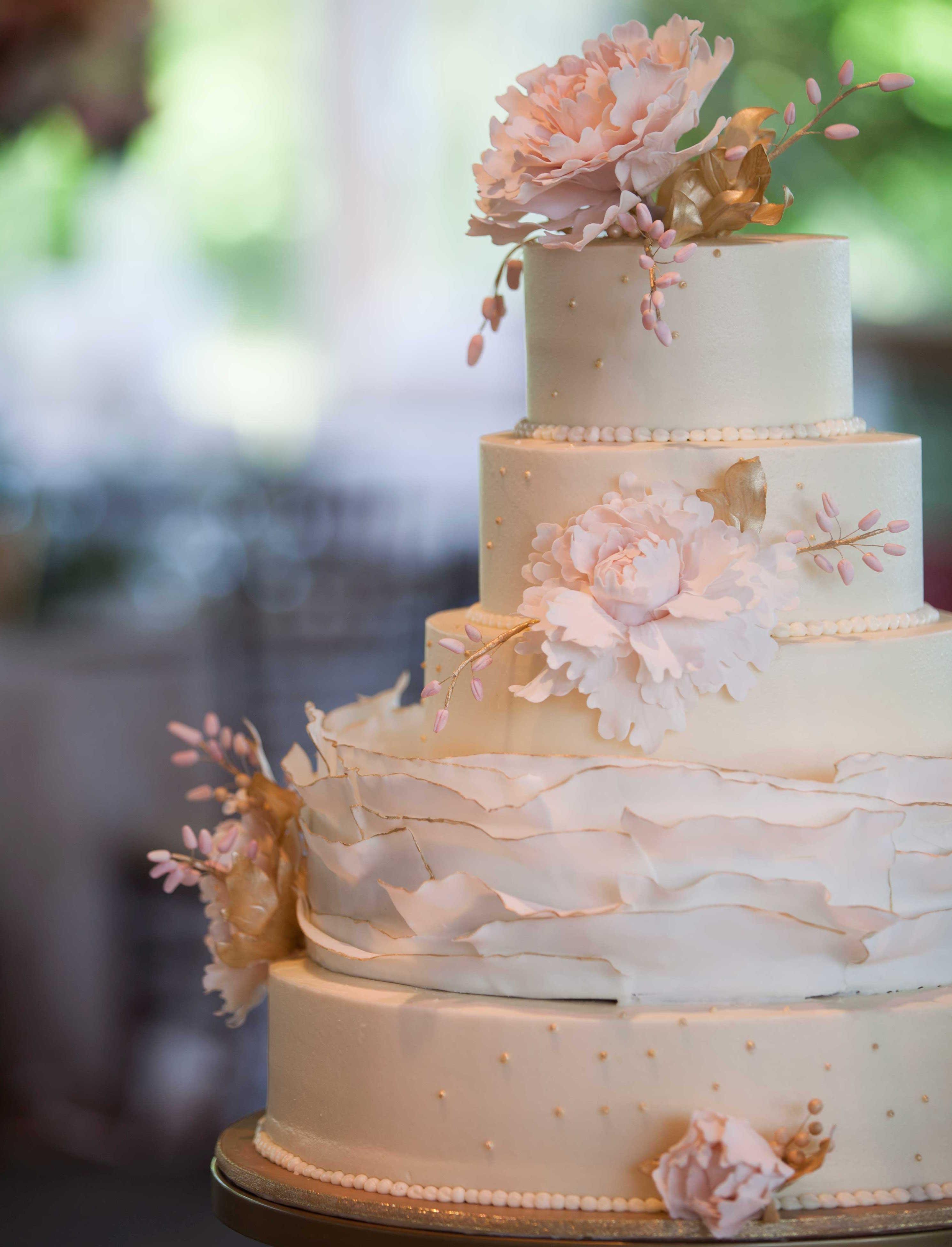 White wedding cake with ruffle layer sugar flower