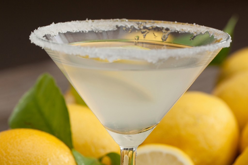Lemonade cocktail recipe with whiskey in martini glass sugar rim