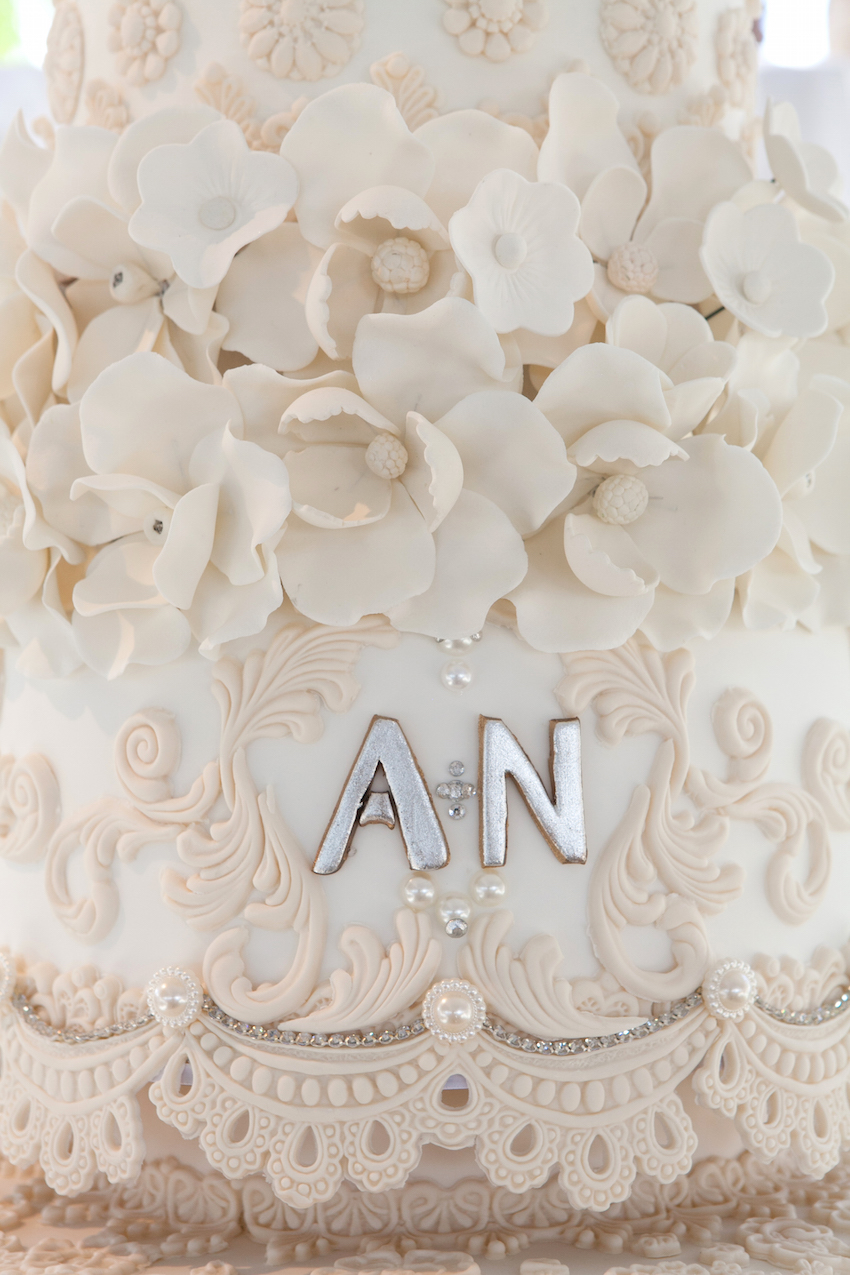 bride and groom initials on wedding cake