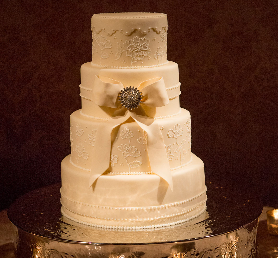 bow wedding details, wedding cake with fondant bow