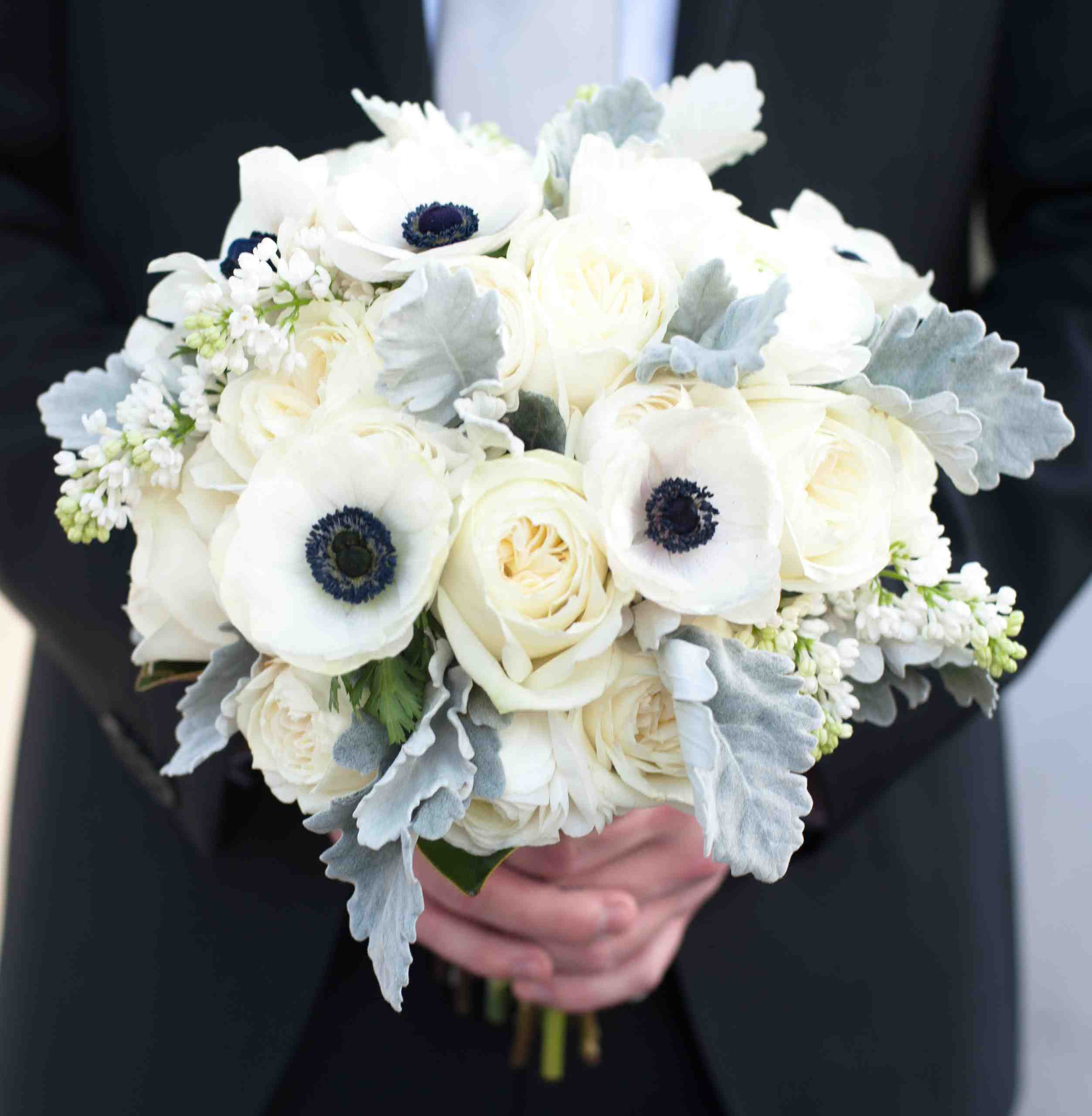 Best Flowers For Winter Wedding: Wedding Ideas: 15 Bouquet Ideas For A Winter Ceremony