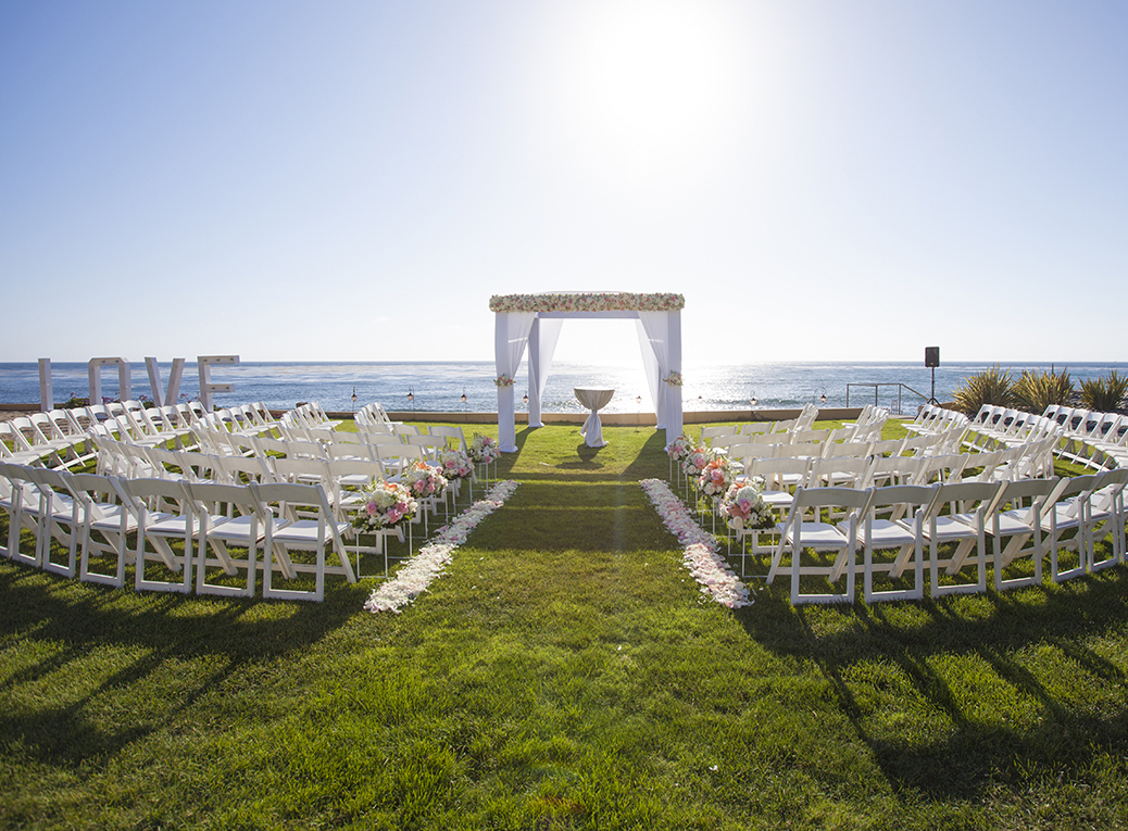 unique wedding ceremony seating arrangement, half-circle