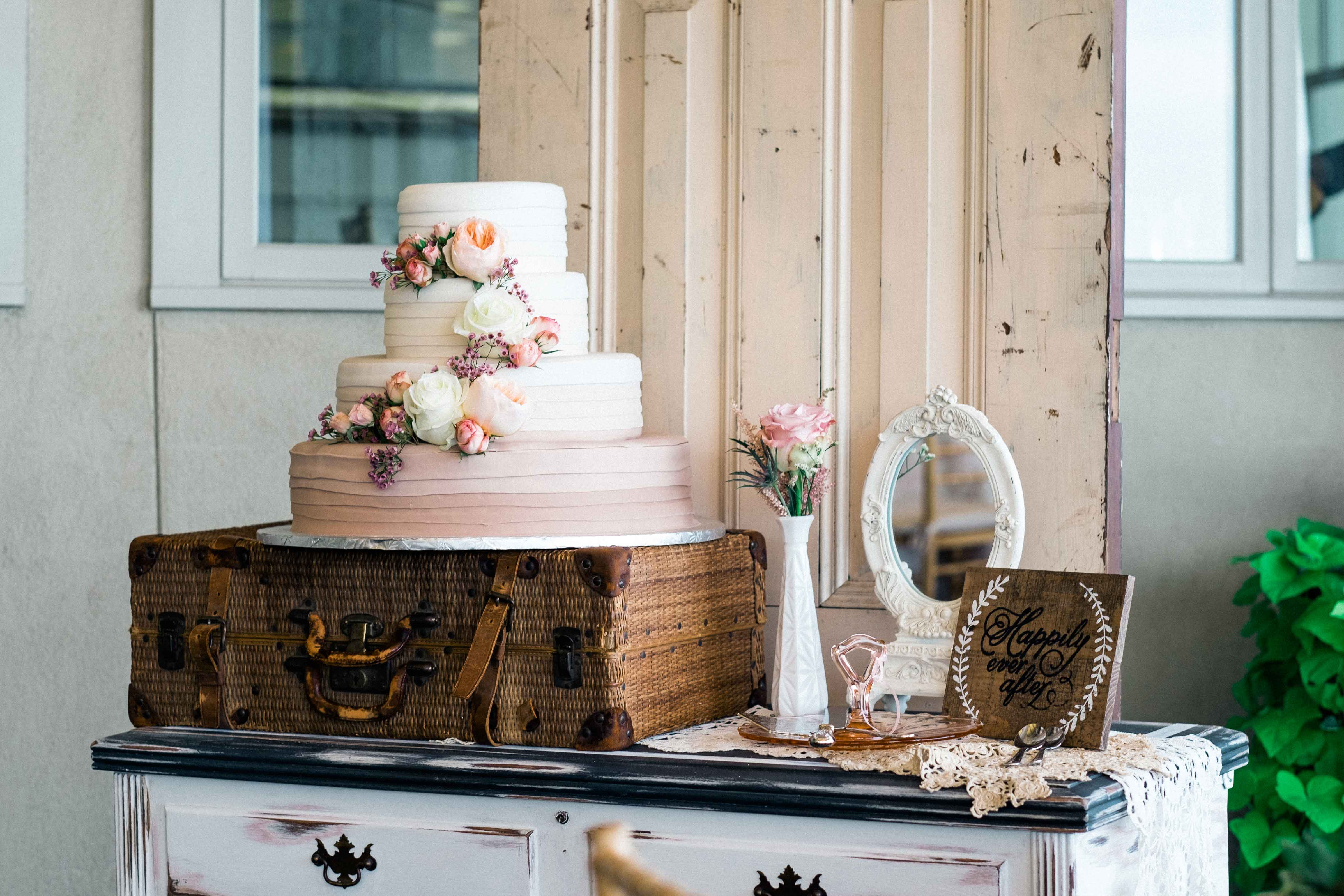 6 Delicious Ombré Wedding Cake Styles for Your Reception - Inside ...
