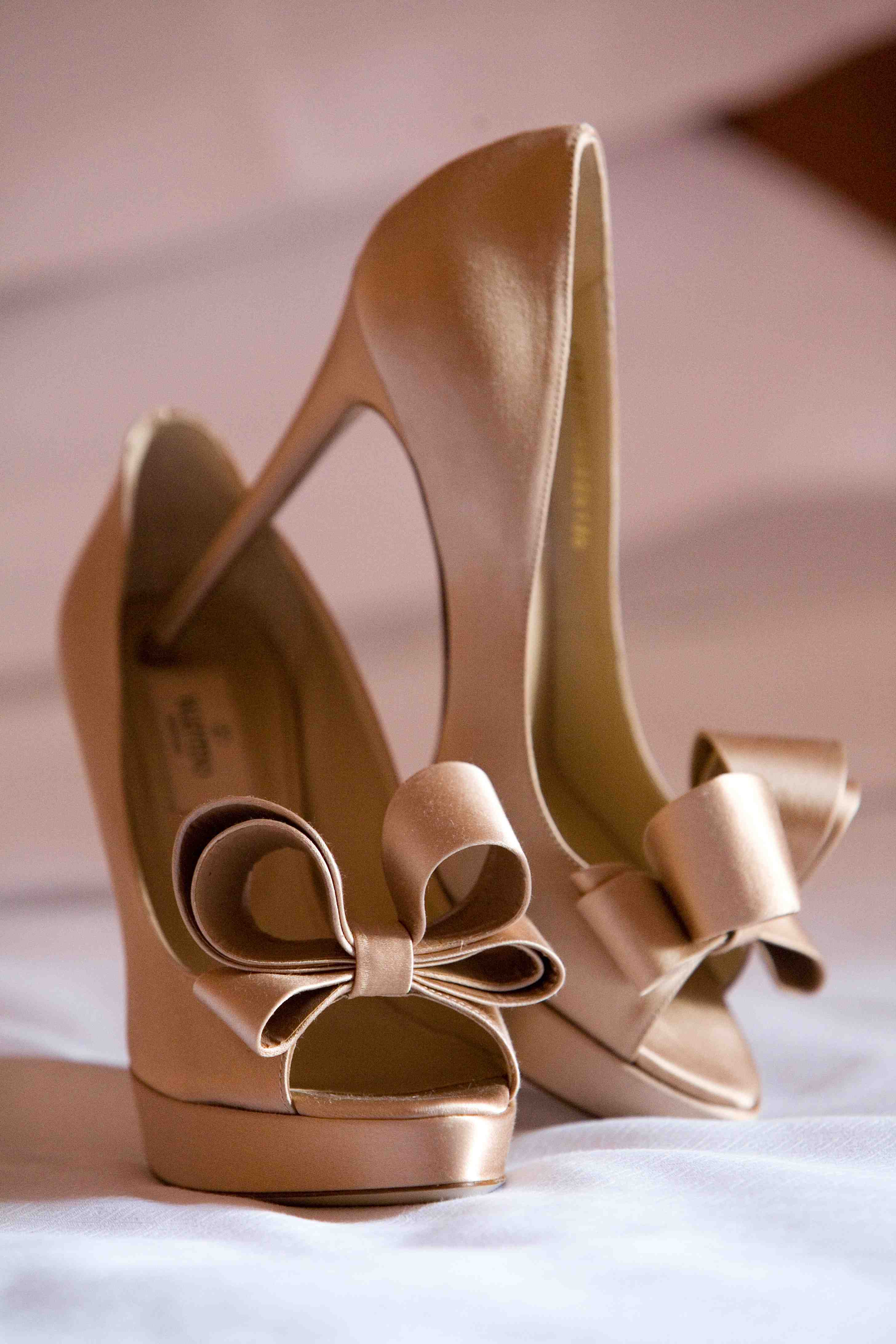 nude bridal shoes with bows, neutral wedding shoes