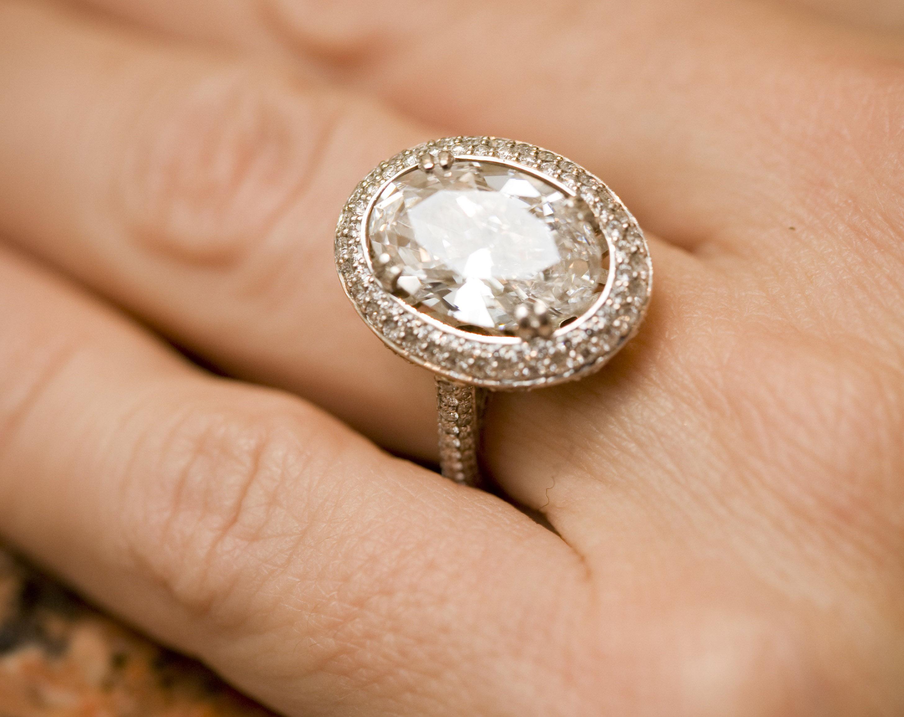 jesse plemons engaged to kirsten dunst engagement ring inspiration oval diamond