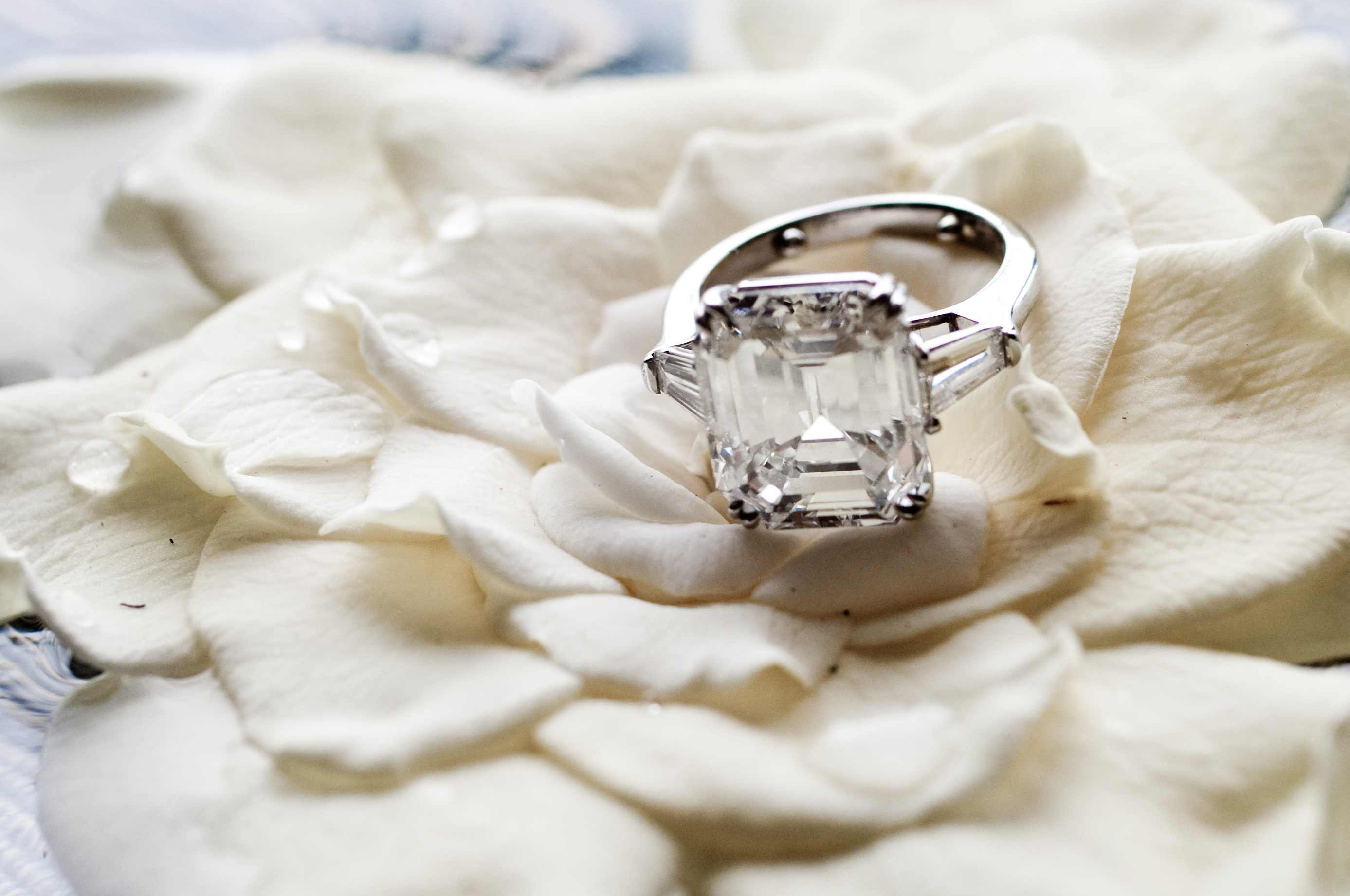 jesse plemons engaged to kirsten dunst engagement ring inspiration emerald diamond with baguette side stones