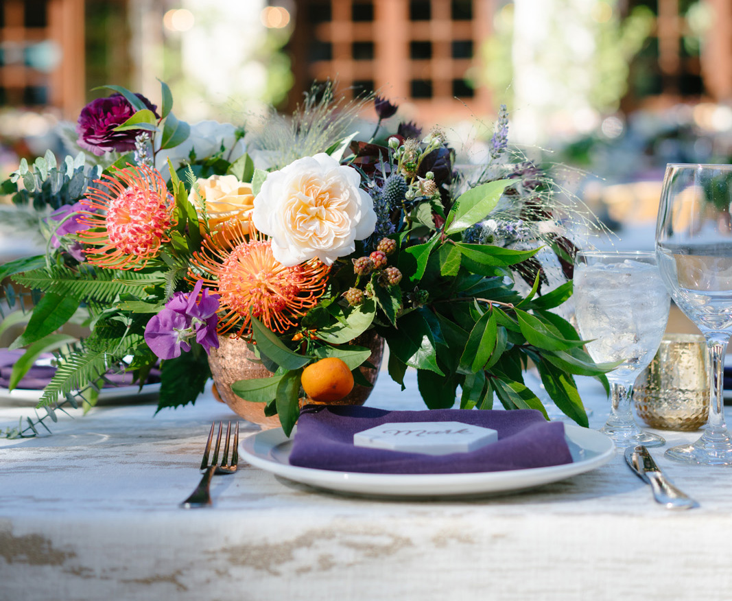 colored napkins to make your wedding tablescape pop