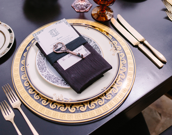 gold and clear patterned charger modern wedding