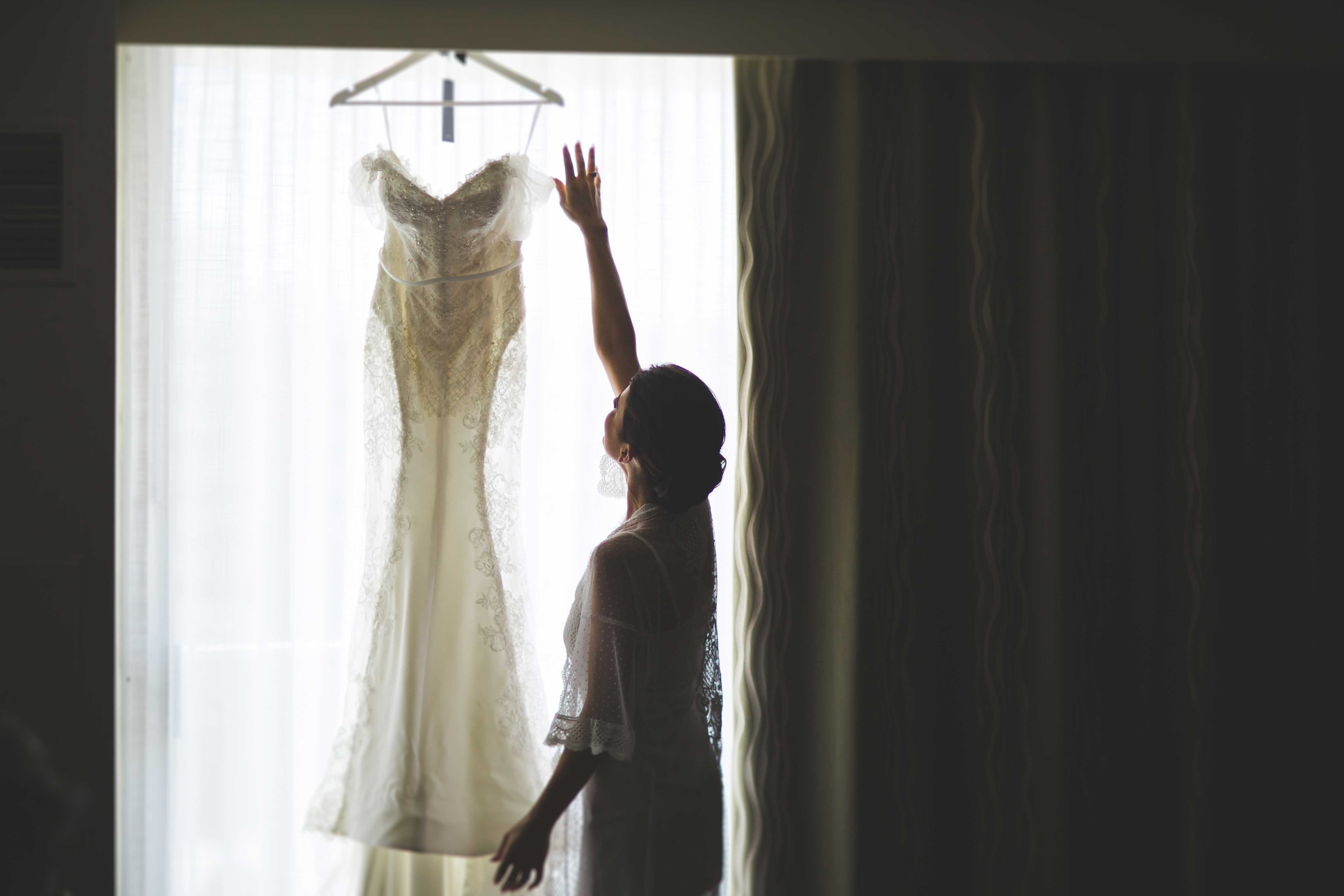 how to know when you found the perfect wedding dress, when to buy a bridal gown
