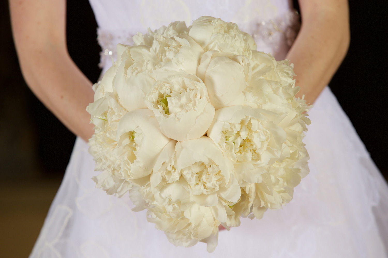cream peony bridal bouquet, why white flowers are the best for weddings