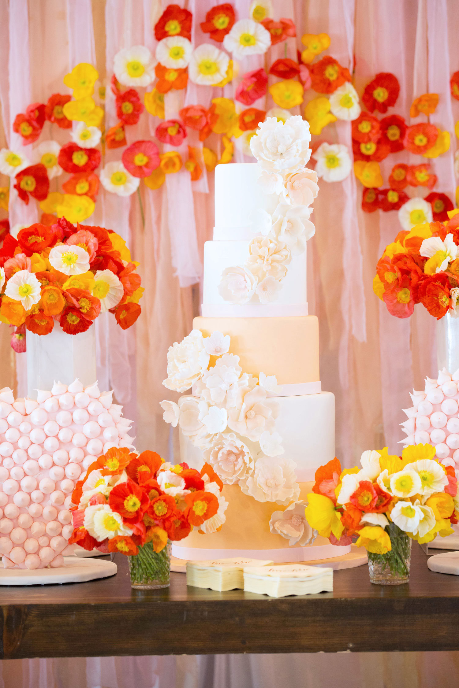 Tall wedding cake with gold layer and sugar flowers bridal shower cake ideas