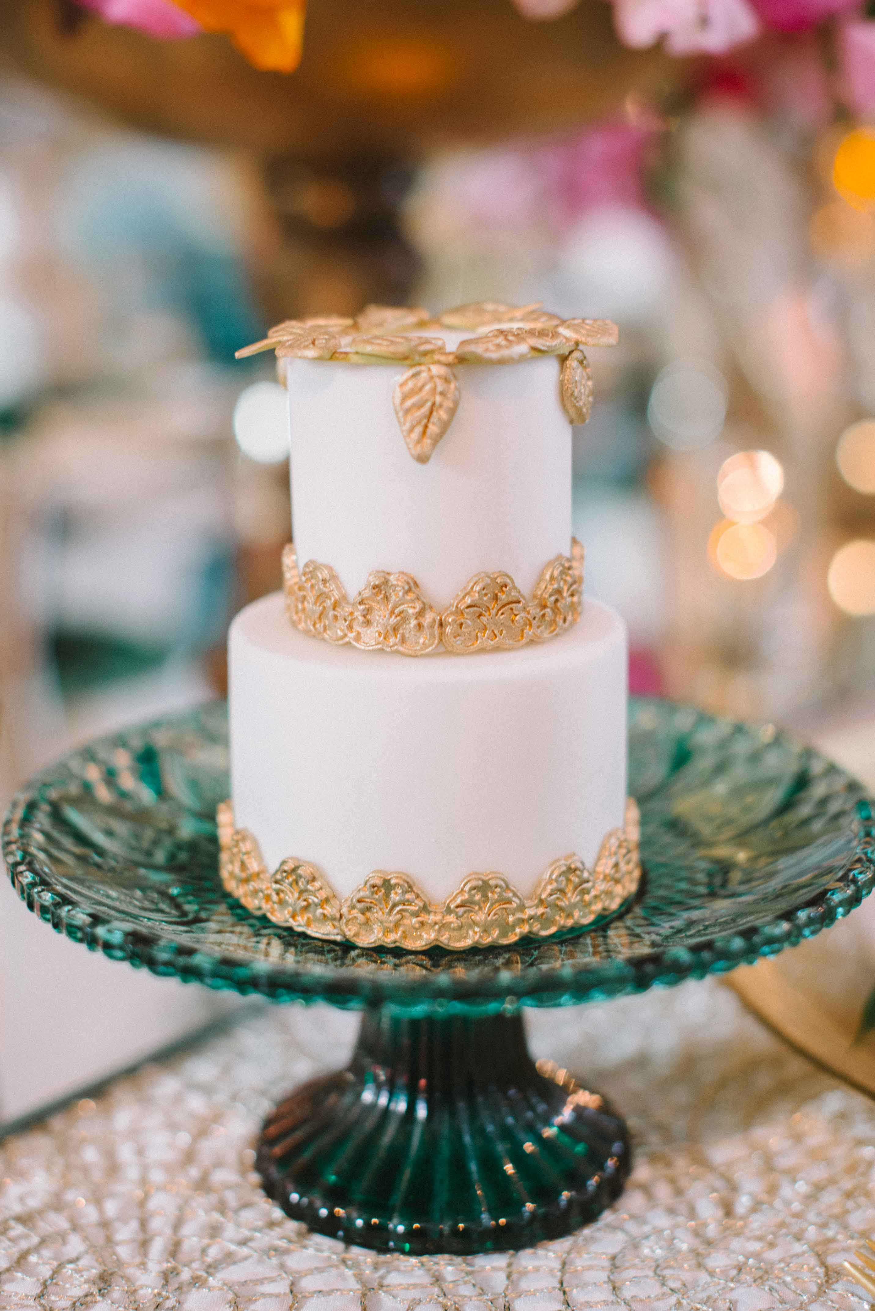 Mini cake for every guest on small tiny cake stand wedding cake ideas place setting