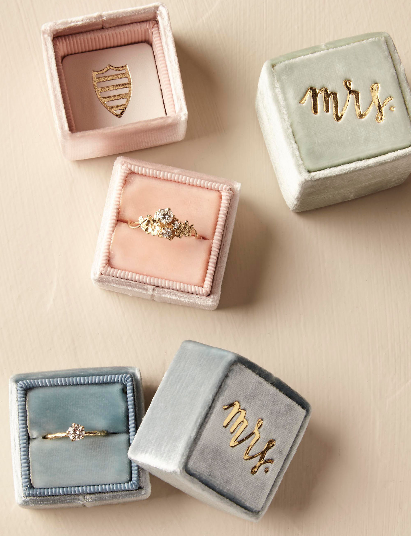 Velvet The Mrs. Box ring box with engagement rings