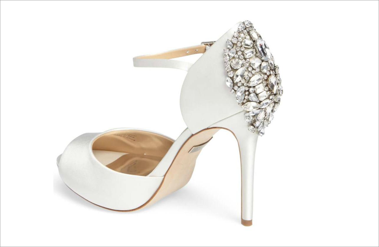 Badgley Mischka white wedding shoe bridal shoe ideas
